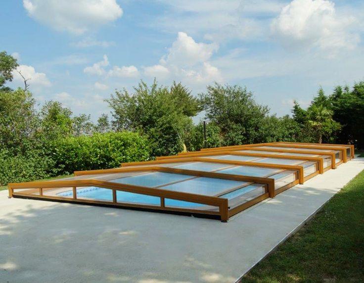 Abri bas de piscine 3 angles grande largeur de couleur ocre-brun posé à Villefranche-de-lauragais