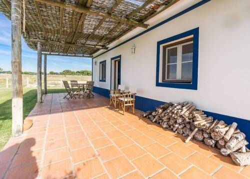 Herdades da Ameira Alcácer do Sal Herdades da Ameira offers accommodation in Alcácer do Sal, 34 km from Troia and 36 km from Setúbal. The property is 29 km from Comporta and features views of the pool.