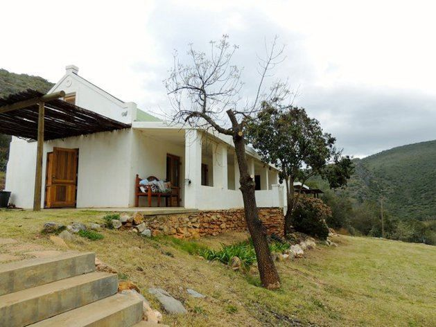 De Cango  - De Cango is a beautiful farmhouse overlooking the Swartberg Mountains, situated about 25 km from Oudtshoorn. The house consists of a spacious sleeping area, a private bathroom with a copper freestanding ... #weekendgetaways #oudtshoorn #kleinkarookannaland #southafrica