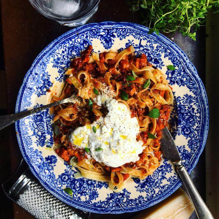 Lyxig pasta bolognese med chorizo, soltorkad tomat och burrata – Tuvessonskan | Enkel vegetarisk mat