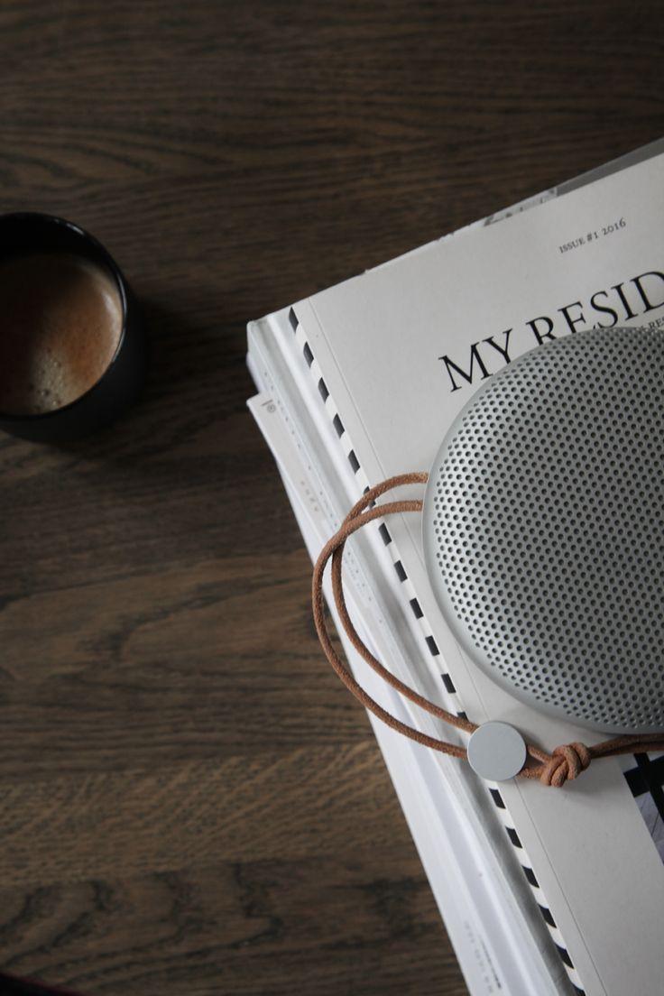 Coffee and magazines, by Elisabeth Heier