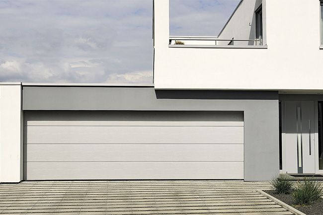 Brama garażowa, otwierana kilka lub nawet kilkanaście razy dziennie, jest jednym z najbardziej eksploatowanych sprzętów w domu. Krótki przewodnik po rodzajach bram ułatwi podjęcie właściwej decyzji.