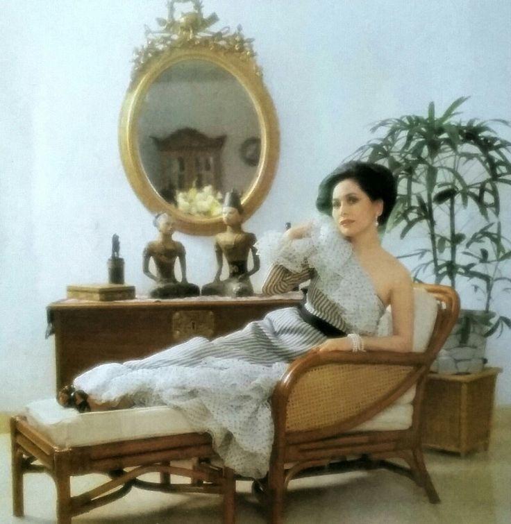 Dewi in Kimijima's dress. Tata Rias, Apr. 6, 1982
