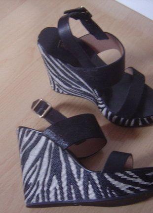 À vendre sur #vintedfrance ! http://www.vinted.fr/chaussures-femmes/talons-hauts-et-escarpins/27275252-bocage-escarpins-compenses-cuir-noir-pointure-36-neufs