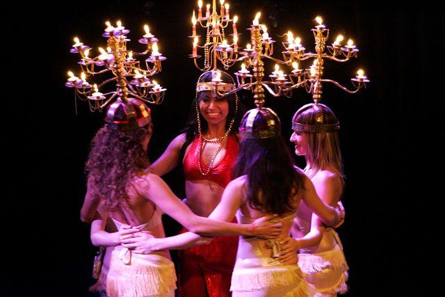 Danza del Vientre. La Danza del Candelabro, también conocida como Raks Shamadan, era realizada en la antigüedad en los templos religiosos