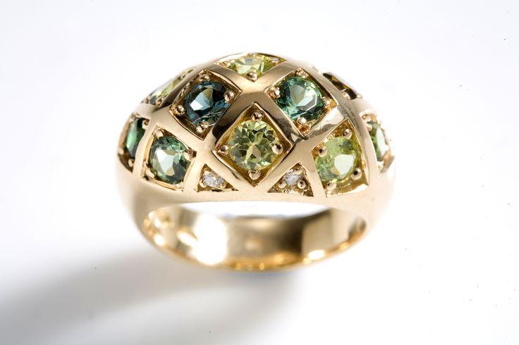 Kohde 1082 Helanderin Toukokuun huutokauppa: Viktoriaaninen ruudukko sormus, kultaseppä Kari Heinonen, Ofelia Jewelry.