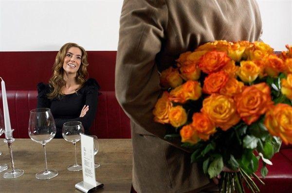 Non ci sono più gli uomini di una volta? A quanto pare no. Almeno in fatto di romanticismo. Il maschio del Bel Paese, purtroppo, non sembra più in grado di corteggiare la donna in maniera attenta, tenera e gentile. Gli uomini italiani, infatti, sembrano aver perso smalto: i gesti romantici e le...