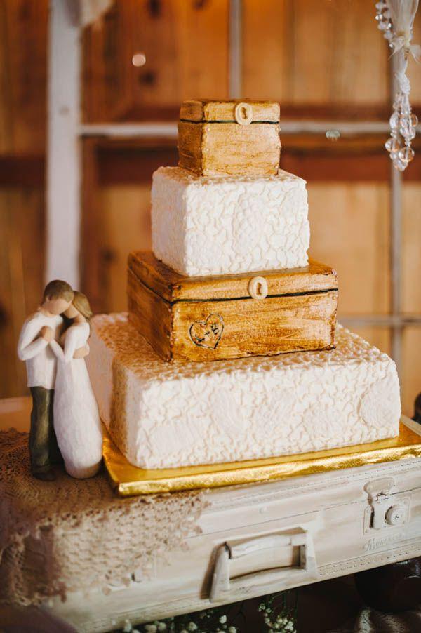 vintage trunk wedding cake with edible lace #weddingcake #vintage #cakeideas http://www.weddingchicks.com/2014/01/21/vintage-southern-wedding/