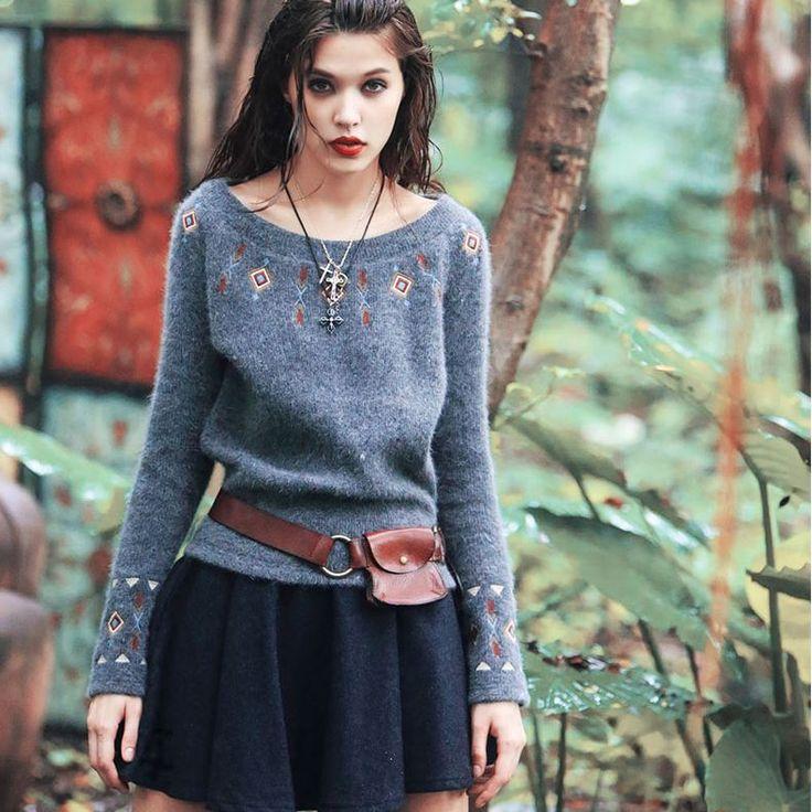 Aporia.as вязаный свитер   Aporia.as оригинальный женский вязаный свитер. Украшен вышивкой, свободные длинные рукава. Состав: 52% полиэстер, 15% ангора, 14% акрил, 11% нейлон, 4% шерсть, 4% другие волокна. ☮️Цена: 3600 руб. Закажите на сайте: bohomagic.ru, доставка от 2 недель. http://bohomagic.ru/shop/for-her/aporia-as-vyazanyj-sviter/ #бохо #boho #bohochic #бохошик #бохоодежда #бохостиль #бохостайл #стиль  #девушка #бохомода #aporiaas #апориаас #интернетмагазин #одежда #шоппинг #магиябохо…