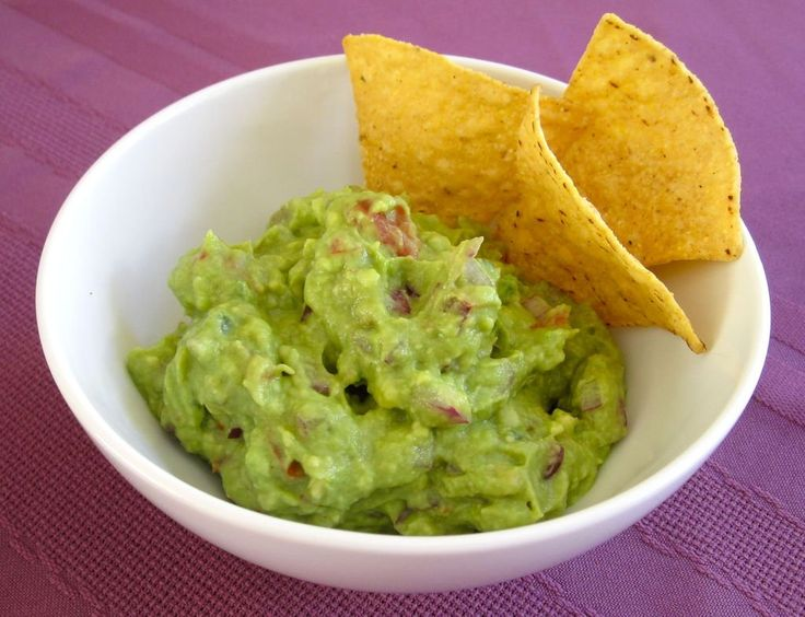 How to pick, and store avocados + and a super easy guacamole recipe!