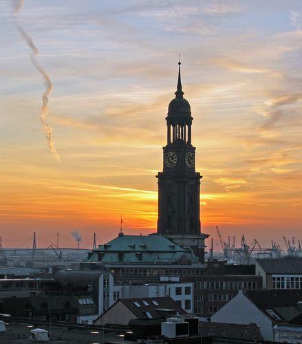 Hamburg Michel (Panoramio - by Juliane Herrmann)