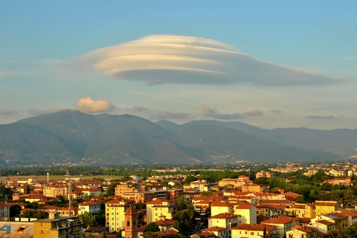 Nature behavior - Pisa: A 'UFO' shaped cloud. Wooow! Taken by Neha Singh at 4:12pm, 14 May 2011