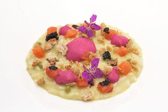 RICETTE DEGLI CHEF - Matteo Metullio | Risotto al wasabi affumicato, tartare di trota, pane puccia e spuma di rapa rossa, Reporter Gourmet