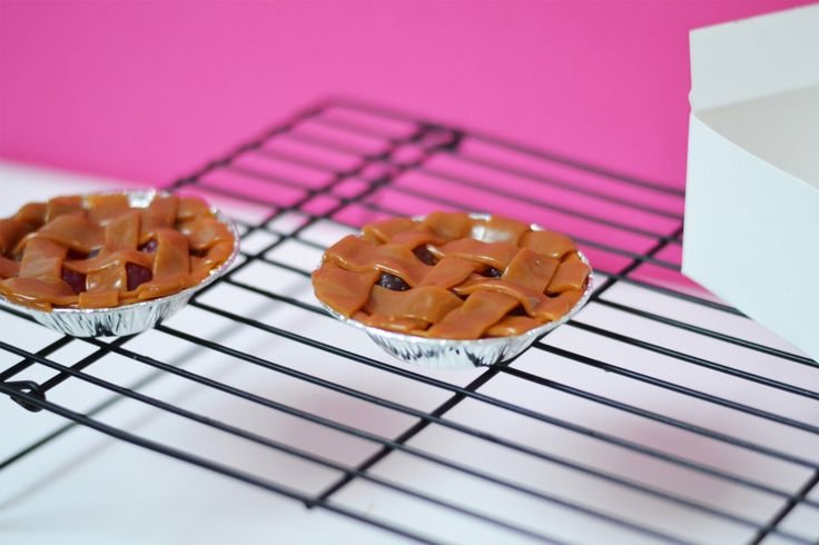 Party Favour: Mini Candy Pies (Made Only from Candy!)