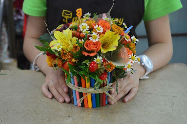 Совсем скоро 1 сентября – День Знаний! В этот важный праздник хочется порадовать любимого учителя оригинальным подарком, а без цветов в этот день не
