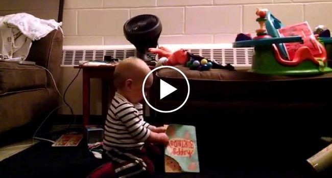 Bebé De 1 Ano Reage De Forma Maravilhosa Ao receber Um Postal Com Música