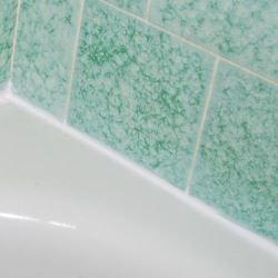 Photo Instructions For How To Caulk A Bathtub So It Looks Fresh And New. If  You Have Mildew Stains Or Cracked Or Peeling Caulk, It Is Time To Reseal It!