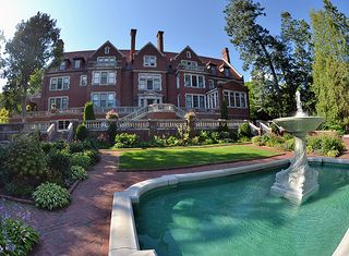 Glensheen Historic Estate, Duluth - Radisson Duluth Hotel.  BEEN THERE. totally could get married here ---GORG