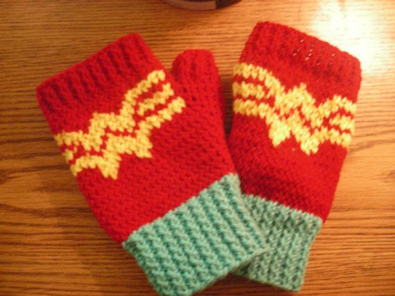 Knitting Pattern: Wonder Woman Fingerless Gloves | Wonder