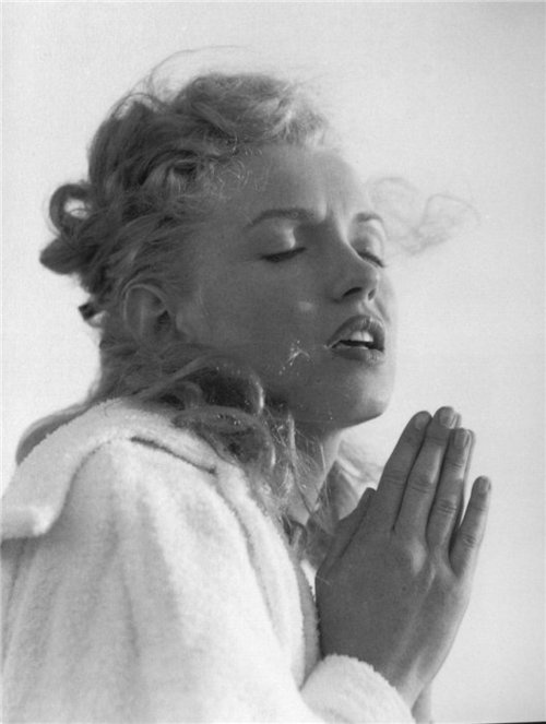 Marilyn says her prayers