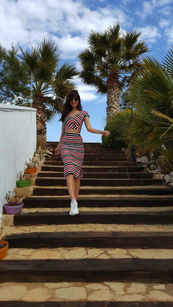 Genial la blogger ANA ALBADALEJO con tendencia marinera Red&Blue para primavera!! Esta es nuestra propuesta italiana ⬇  > http://www.colettemoda.com/producto/vestido-rayas/