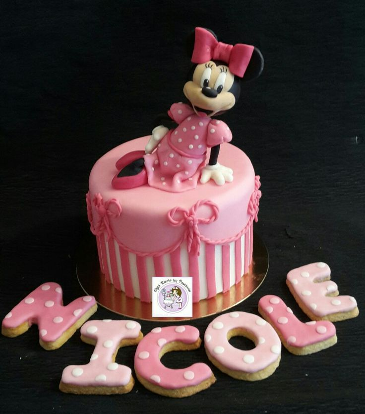 Minnie cake topper!