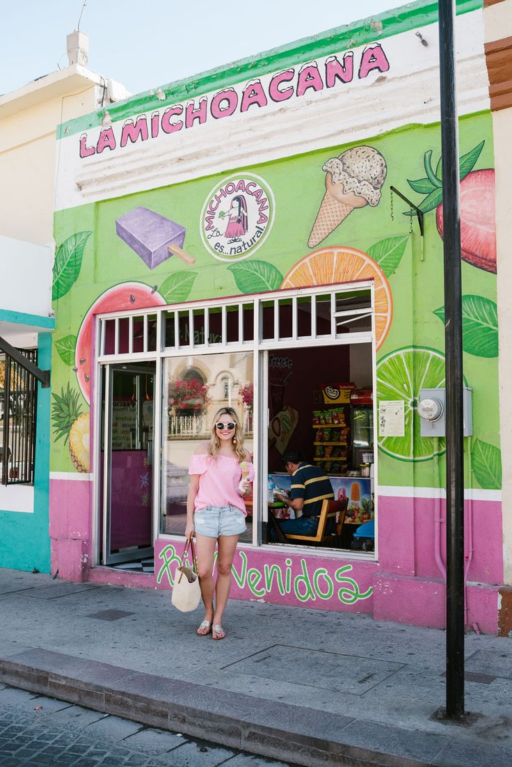 Bows & Sequins wearing a pink Vineyard Vines top and Amuse Society jean shorts at La Michoacana ice cream shop in downtown San Jose del Cabo Mexico.