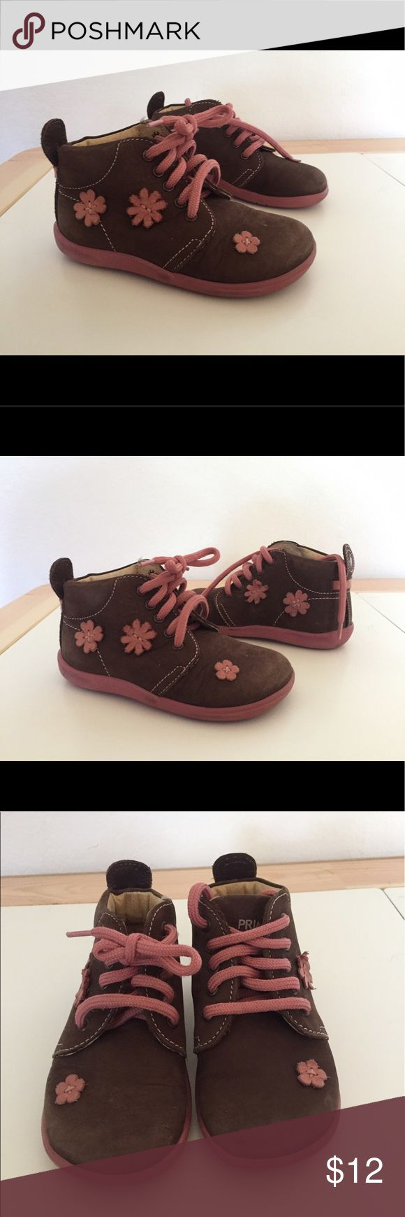 Primigi Girls Brown Boots Pink Flowers Size 22 5.5 Brand : Primigi  Color : Brown/Pink  Size : 22 (5.5)  Material : Leather  Miniflex  Anti Shock  Pre owned  Scuff marks on toe boxes  Lots of life left in the soles Primigi Shoes Boots
