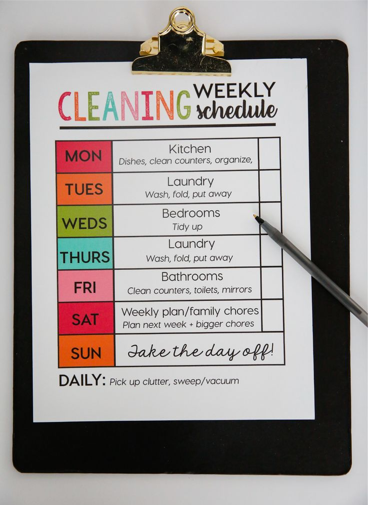 Printable Weekly Cleaning Schedule - print out and use to help organize and clean your home each week! www.thirtyhandmadedays.com