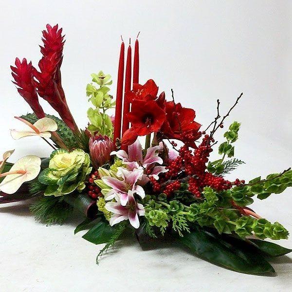 Instagram Post By Lovebird Flowers London Ont Nov 26 2018 Christmas Floral Arrangements Christmas Flower Arrangements Christmas Arrangements Centerpieces