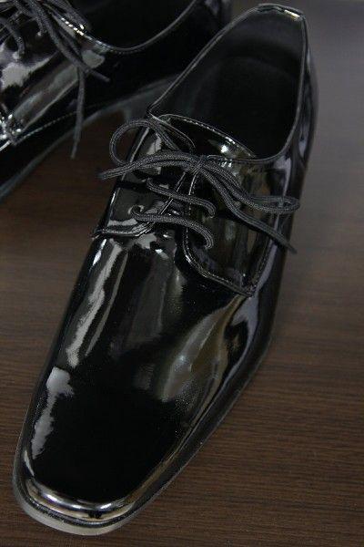 エナメル靴はドレスアップコーデにおすすめ!手入れ、コーデ、アイテム総まとめ