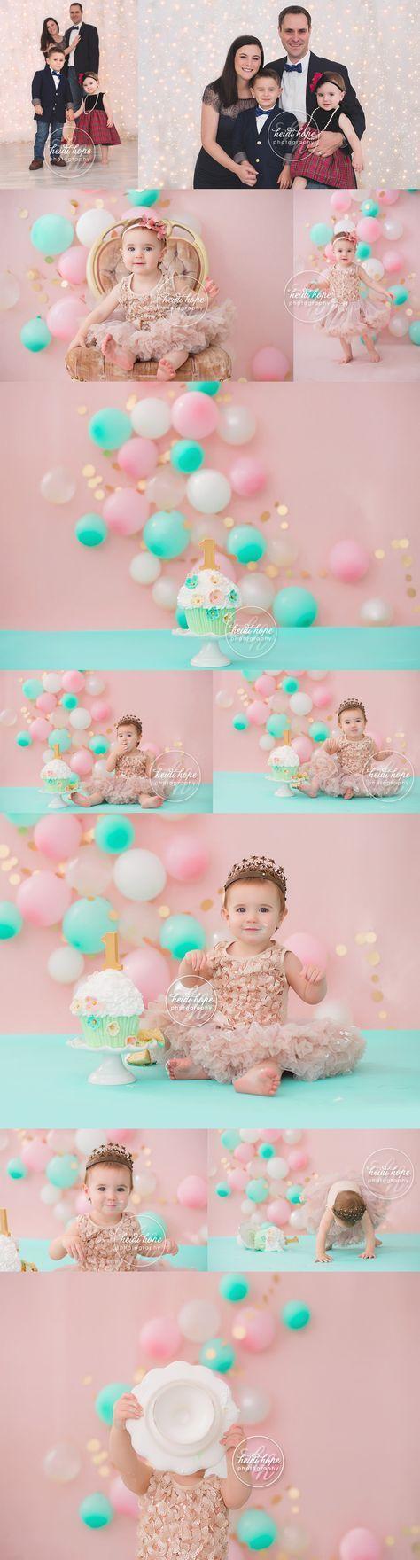 Celebrando el primer cumpleaños con un pastel rosado, dorado y verde menta. Cake Smash para una princesa. Fotografía