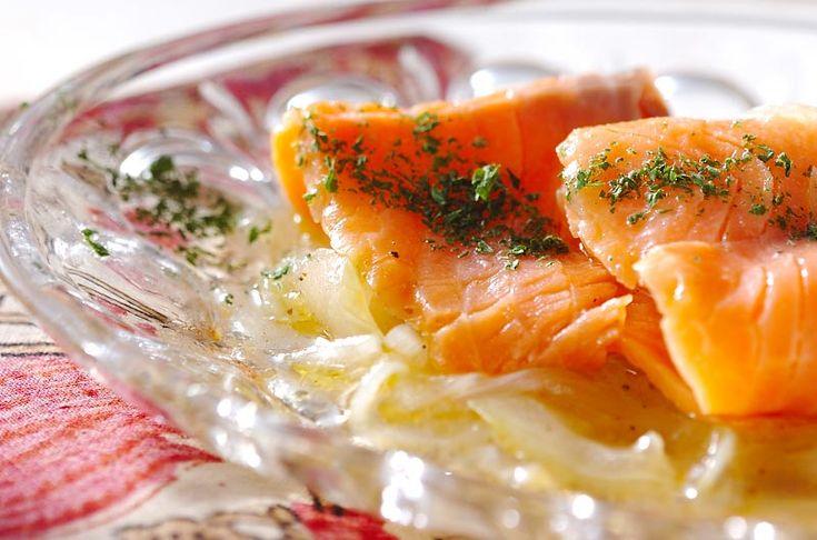 パーティーの前菜にもおすすめ。よく冷やすとよりおいしいです。スモークサーモンのマリネ[洋食/前菜]2007.02.19公開のレシピです。