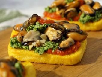 Crostini di polenta with mussels