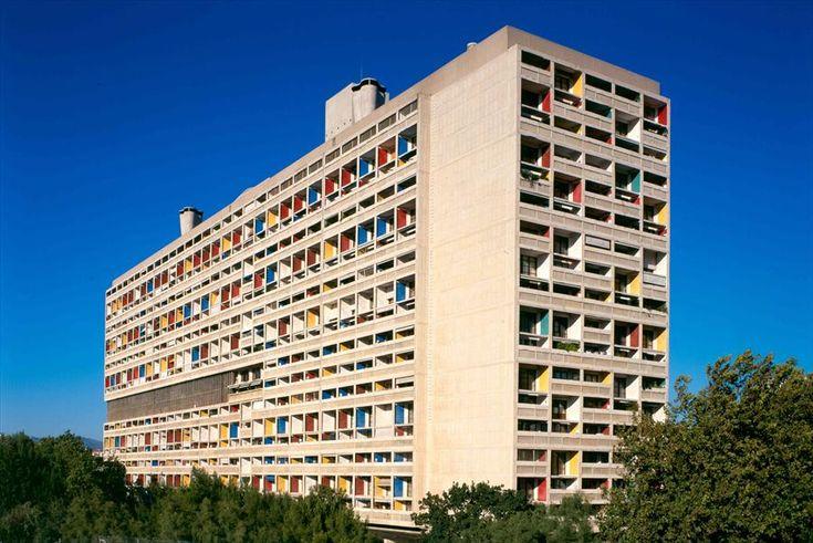 Réalisations incontournables à Marseille : La cité radieuse par Le Corbusier, vue d'ensemble