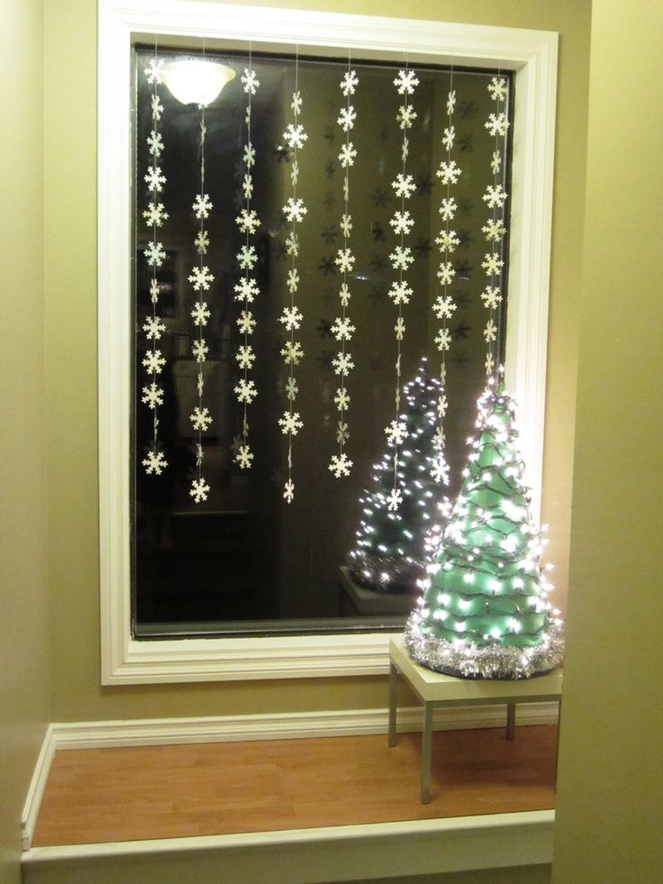 125 best festive window decorations images on pinterest garlands natal and christmas decor. Black Bedroom Furniture Sets. Home Design Ideas
