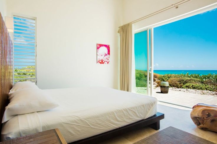 The master suite in the Reef 3 #Sailrock villa provides a relaxing sense of #barefootluxury http://www.sailrocksouthcaicos.com/real-estate/villas
