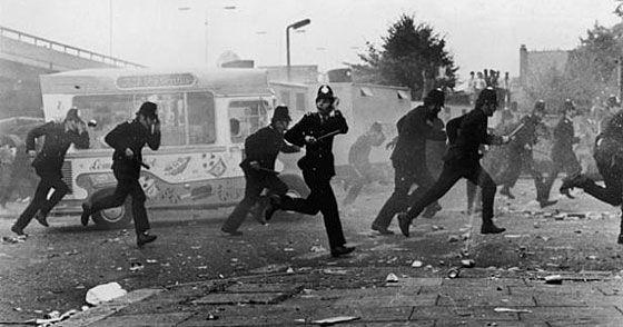 Carnaval de Notting Hill à Londres en 1976 : Graves émeutes.