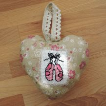 Ballet shoes patterned cross stitch hanging heart - DolceDecor home decoration