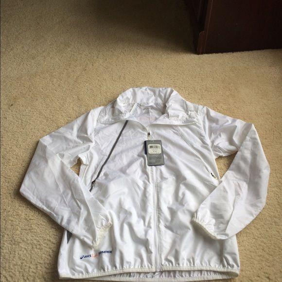 ⤵️ SALE ⤵️NWT Asics Marathon track running jacket NWT Asics Marathon track jacket• reflector strip on back & front• thumb hole• full zip• cinch collar• size LARGE asics Jackets & Coats
