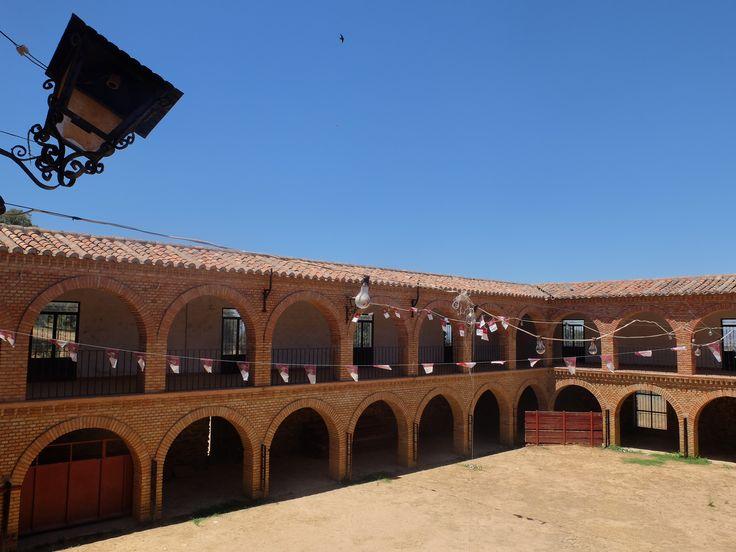 El Viso del Marqués- Plaza de Toros. Esta adosada a la Ermita de San Andrés