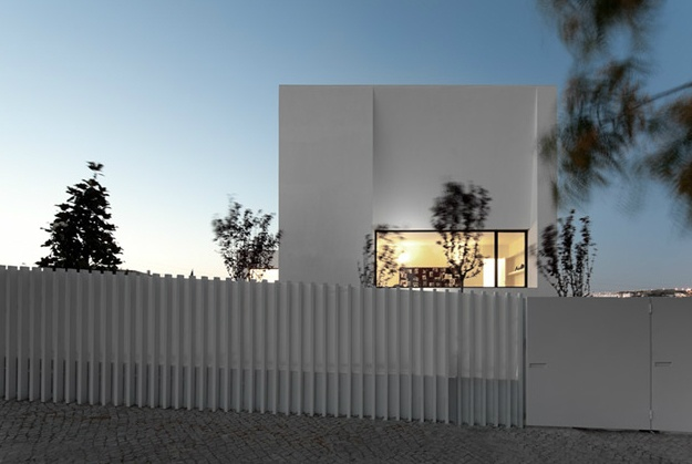 House in lisbon by Portugese architects Gabriela Goncalves and Lionel Lopes. Photo by Fernando Guerra.: Architects Gabriela, Gabriela Goncalves, Fernando War, Lionel Lopes, House Architecture Home 2, Arq Residencial, Modern Architecture, Loma St