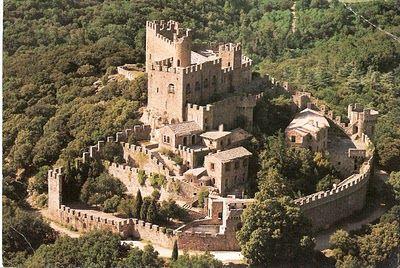 Vista aérea del precioso Castillo de Requesens