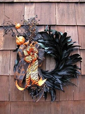 wreaths: Halloween Stuff, Halloween Decor, Black Swan, Fall Wreaths, Feathers Wreaths, Wreaths Ideas, Autumn Wreaths, Halloween Wreaths, Black Feathers