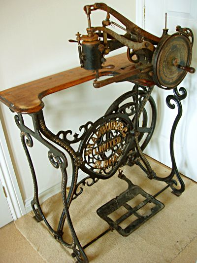 316 best ✂ Vintage Sewing Machines & Accessories ✂ images on ... : a1 longarm quilting machine - Adamdwight.com