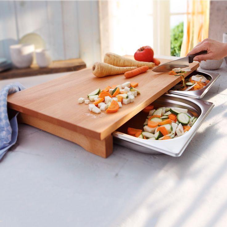 Schneidebretter können definitiv viel über ihre Besitzer aussagen. Von der Tradition der Metzgerblöcke bis hin zu den praktischen, modernen und ganz leichten Modellen ist eigentlich ein weiter Weg gegangen. Heute scheint es so, ein Schneidebrett sei ein unverzichtbares Küchenzubehör, es könnte sogar eine ausgefallene Form haben und als ein dekoratives Highlight in jeder Küche dienen. In unserem Beitrag haben wir gerade solche Schneidbretter gesammelt, die genauso gut für Koch-Enthusiasten…