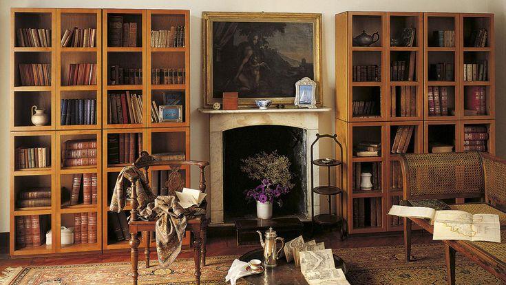Libreria Book  1972 Book è il  sistema componibile di contenitori chiusi da vetri,  aperti, a cassetti.Celebrata dal regista Woody Allen nel film Manhattan, è tra i capolavori del Museo di Arte Moderna Jan Van der Togt di Amsterdam.