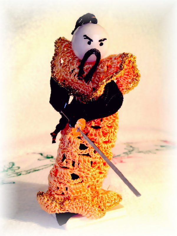 Guerriero Samurai all'uncinetto con katana –   Uncinetto...