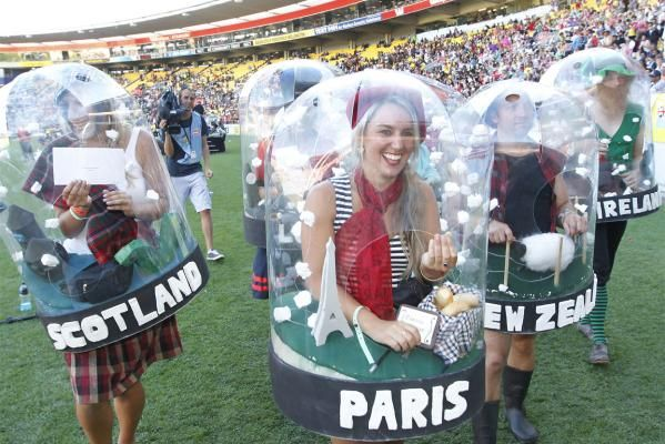 snowglobe costumes???Why didn't I think of that????!!!!!??!