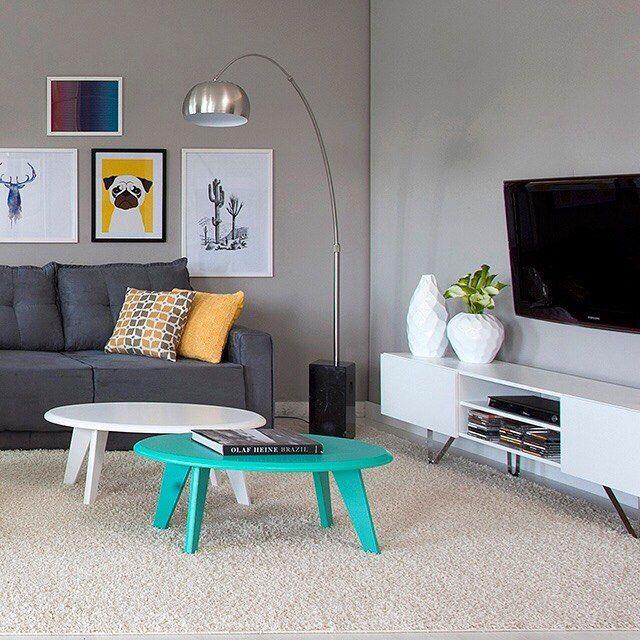 Pinceladas de cor são uma boa pedida em ambientes sóbrios. O resultado é um contraste harmônico e superchamoso. Que tal?  Produtos: - Mesa de Centro Ellis nas cores Branca e Turquesa; - Rack 1.7 Bancada Show Branco Ártico; - Sofá 3 Lugares Retrátil Kennedy Suede Chumbo.  #producaomobly #producao #decorating #decoracaodeinteriores #decor #colors #decorar #instahome #instadecor #instagood #casamobly #decor #arquiteturadeinteriores #arquitetura #moblybr #mobly #homesweethome #casaedecoracao…